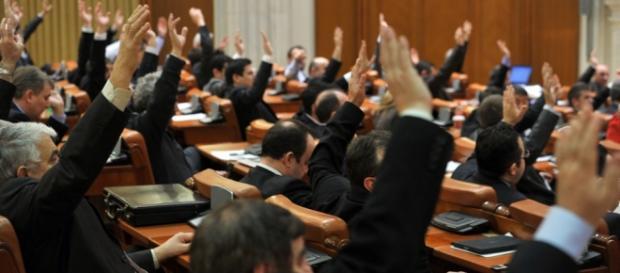 Parlamentarii i-au sfidat încă o dată pe români