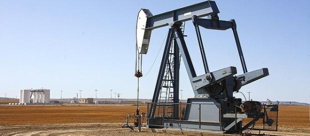 Oil rig/ Photo:ptra, pixabay.com, Creative commons