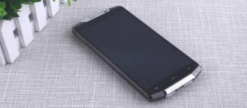Oukitel K10000, smartphone con 15 giorni di carica