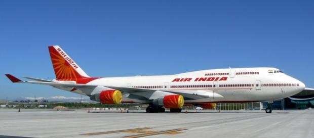 Engenheiro da Air Índia sugado por motor de avião.
