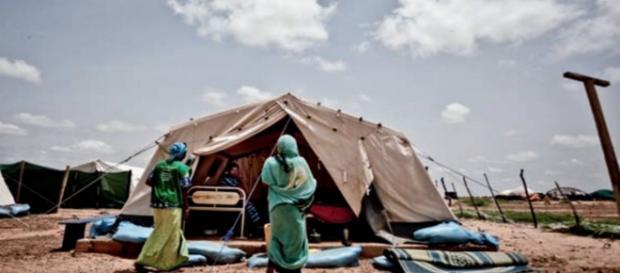 Refugiados en un campamento improvisado