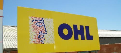 Cartel de la constructora OHL.