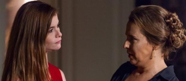 Emília e Lívia batem de frente (Repr. Globo)