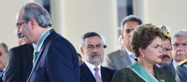 Cunha aceita impeachment contra Dilma