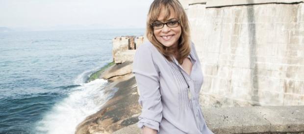 Gloria Perez durante uma viagem