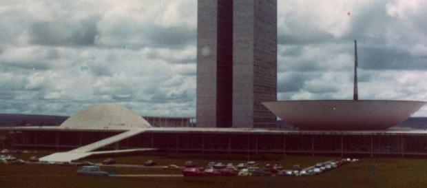 Brasilia celebra Festas, enquanto os pobres sofrem