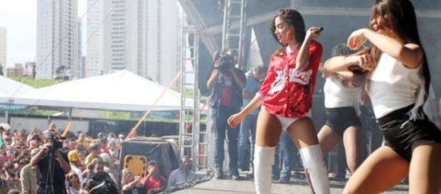 MC Anita com Show das Poderosinhas