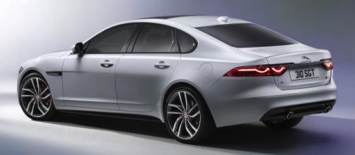 La nuova Jaguar XF V6 3.0 2016