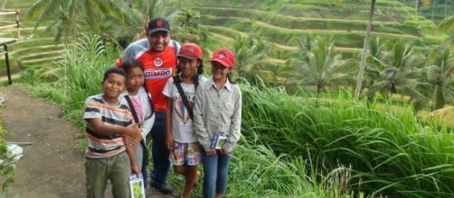 Niños polìglotas de Ubud (me vendieron postales)