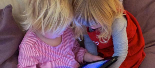 Kids as young as 2 can use tablets/photo:flikrcc