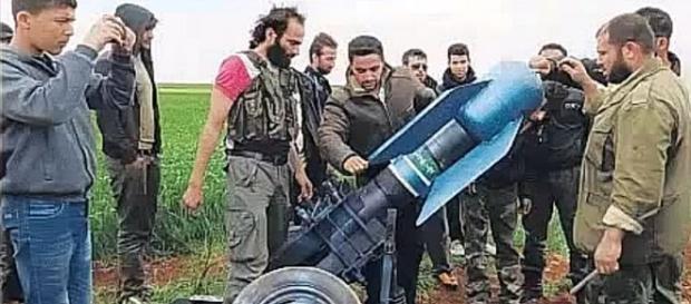 Terroryści z Frontu Al-Nusra i pocisk chemiczny