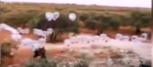Los globos blancos cargados de explosivos de ISIS