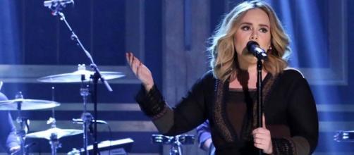 Adele é um fenômeno de vendas.