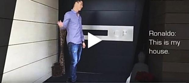 Cristiano Ronaldo mostra sua casa em vídeo