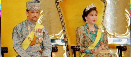 El sultán de Brunei y su esposa