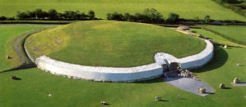 El túmulo de Newgrange (Irlanda)
