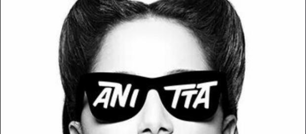 Anitta na capa de seu novo álbum: Bang