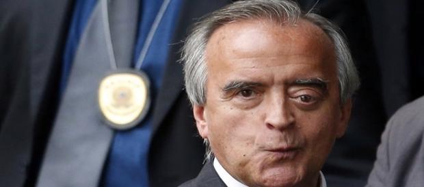 Nestor Cerveró posando para imprensa