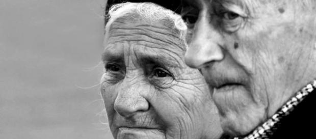 Bătrânii noștri ajung pe drumuri....