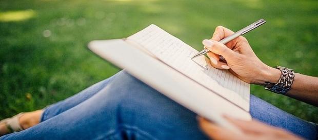 Fotografía - Mujer escribiendo