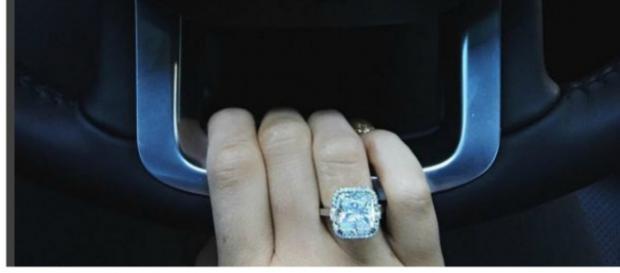 Kylie Jenner com anel de diamantes (Instagram)