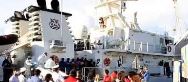 Reggio Calabria: sbarcati 371 migranti