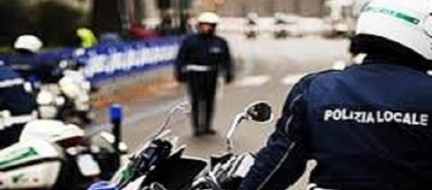 agente di polizia alle prese con segreto d'ufficio