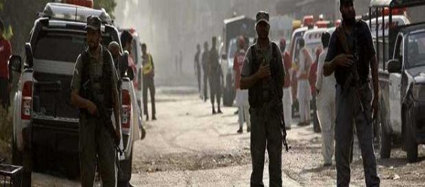 Attacco kamikaze nel Pakistan nord occidentale
