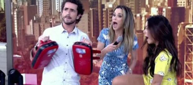 Fernanda Souza chuta Ana Furtado no Encontro