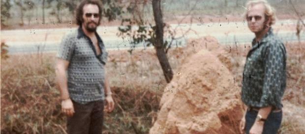 Foto tirada em 1975, aos 2 irmãos no Brasil