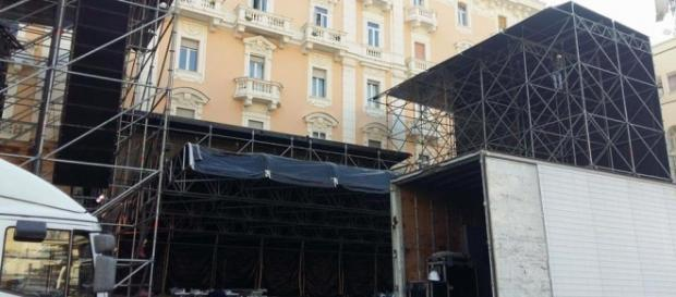 """Il palco dove si esibirà il trio """"Il Volo"""""""
