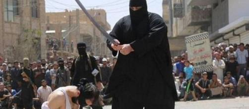 Carrasco decapita homens, crianças e adolescentes