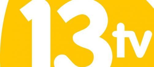 Logotipo 13 TV cadena que retrasmitío el debate.