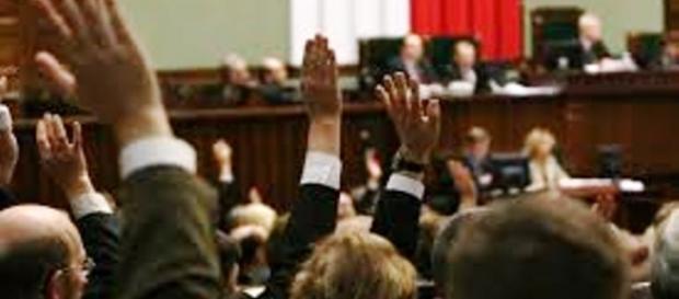 Głosowanie w Sejmie. Protesty pod jego gmachem