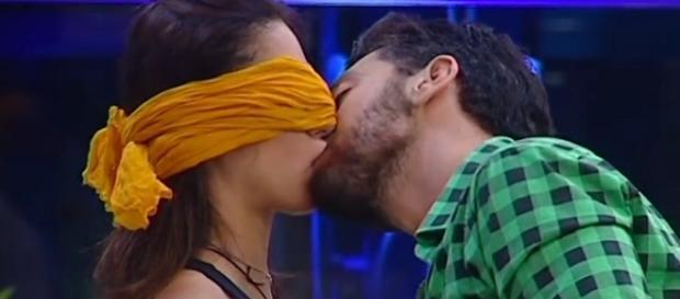 Grande Fratello: Alessandro ha baciato Desiree