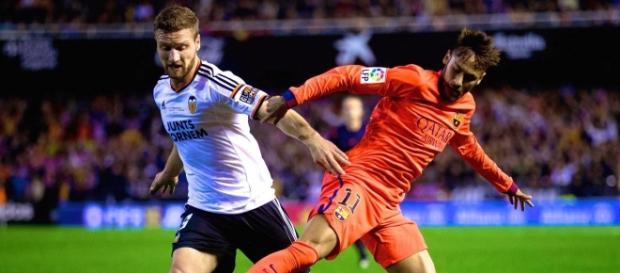 Mustafi y Neymar en el último Valencia vs Barça