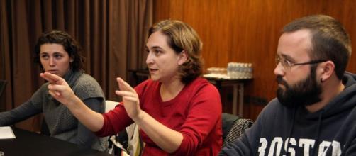 Ada Colau en una reunión del ayuntamiento