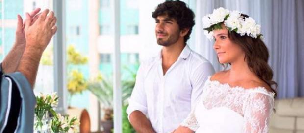 Deborah Secco posta foto de seu casamento