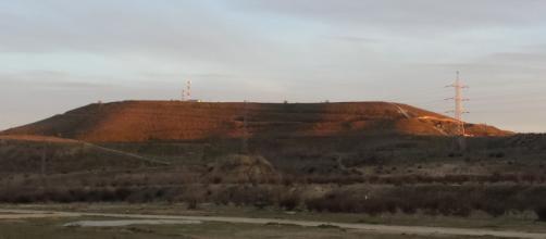 El cerro Almodóvar (Madrid) en la puesta de Sol.