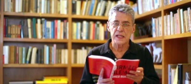 Chico Buarque apresentando seu livro (Assessoria)