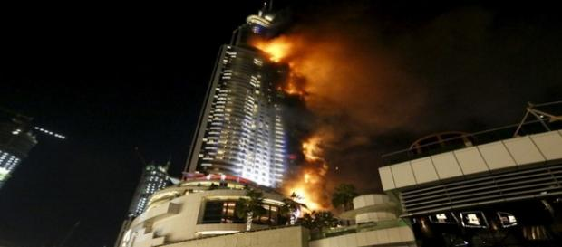 Hotel de luxo em chamas em Dubai