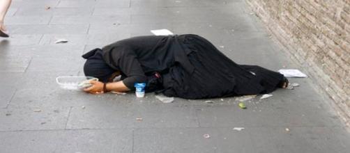 Imagen de una mendiga en San Pedro. Flickr