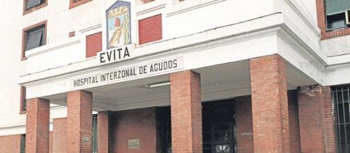 La joven es asistida en el Hospital Evita
