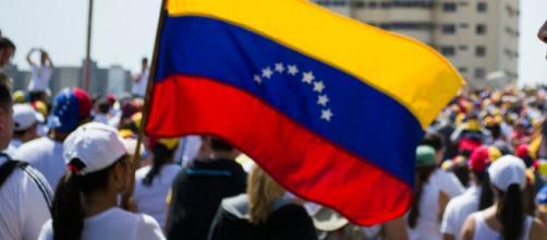 Maduro acepta la derrota de las elecciones del 6D