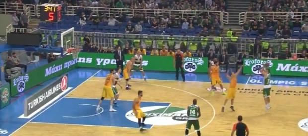 Diamantidis anotó un triple decisivo con 77-74