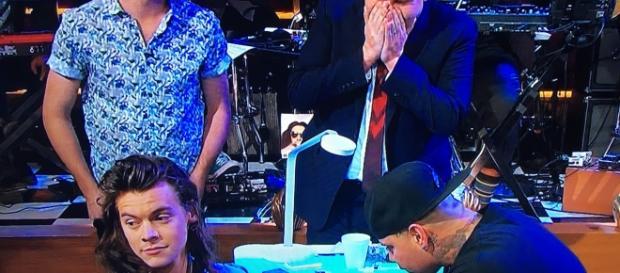 Harry Styles tatuou o nome do programa.