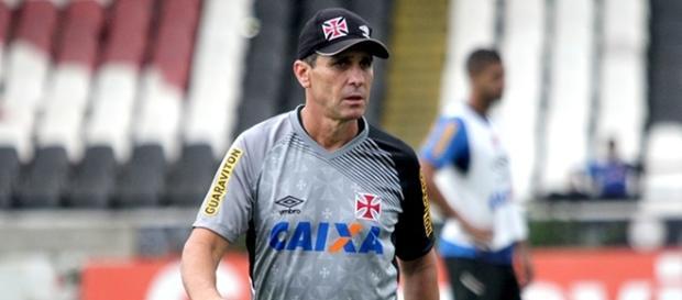 O técnico Jorginho, comandante do Vasco