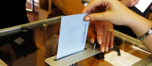ciudadano ejerciendo el derecho a voto