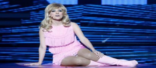 La presentadora Ana Morgade como Nancy Sinatra