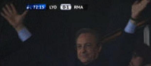 Florentino Pérez muy contento con una victoria.